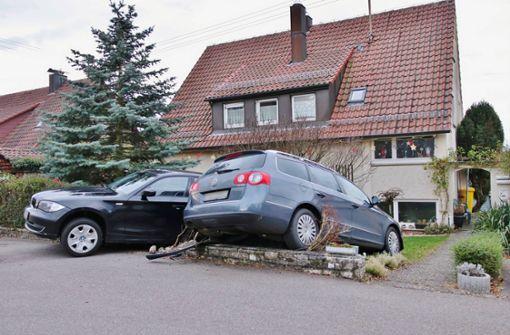 Winnenden: Zwei Autos landen in Vorgarten