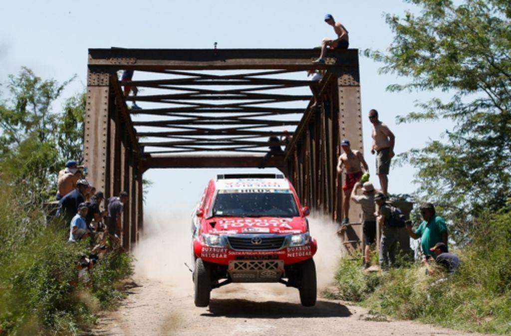 Zu den Favoriten der Rallye Dakar zählt das deutsch-südafrikanische Duo Dirk von Zitzewitz (als Beifahrer) und Giniel de Villiers.  Foto: Getty Images South America