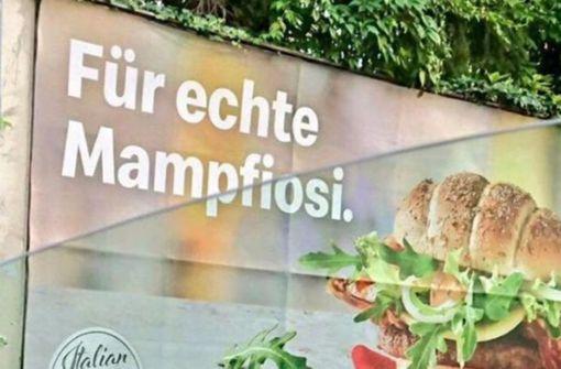 McDonald's Österreich überklebt umstrittene Plakate