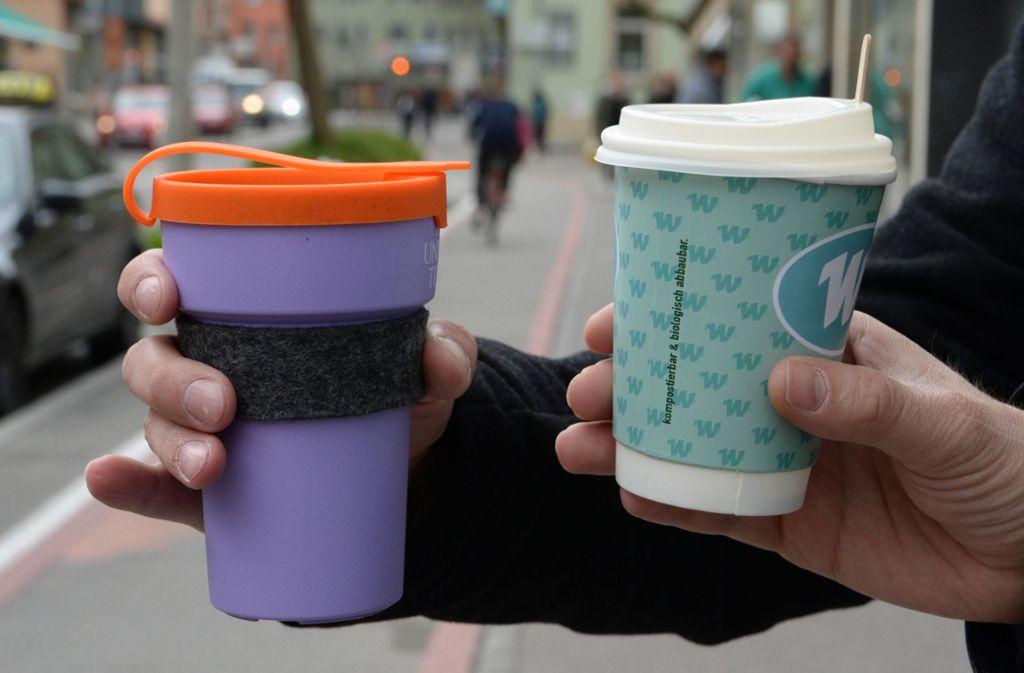 Mehrweg statt mehr weg: Wiederverwendbare Kaffeebecher beeinflussen die persönliche Müllbilanz positiv. Foto: dpa/Franziska Kraufmann