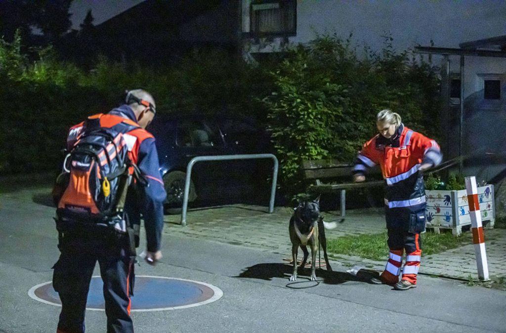 Bei der Suche ist am Mittwochabend auch ein Hund im Einsatz gewesen. Foto: 7aktuell.de/Simon Adomat
