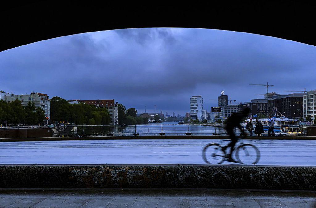 In Berlin schlug das Unwetter am Montag heftig zu. Foto: Paul Zinken/dpa