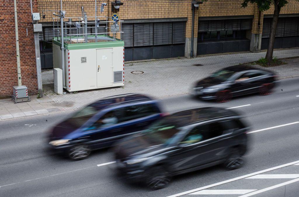 Das Verkehrsministerium sieht beim Kohlendioxid-Ausstoß auf den Straßen in Baden-Württemberg dringenden Handlungsbedarf. Foto: dpa
