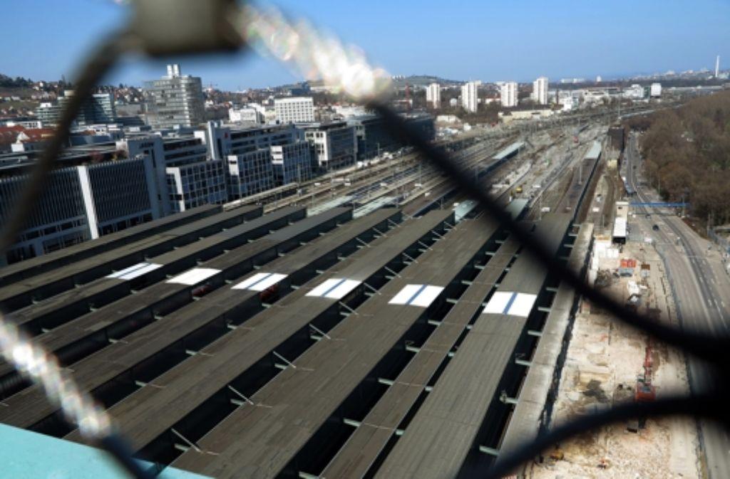 Für den Bau der  Strecken zum neuen Hauptbahnhofes benötigt die Bahn noch grünes Licht von betroffenen Grundstückseigentümern. Foto: Achim Zweygarth