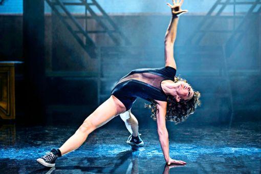 Maria-Danaé Bansen verkörpert die Rolle der jungen Schweißerin Alex im Flashdance-Musical in der Stuttgarter Porsche Arena.
