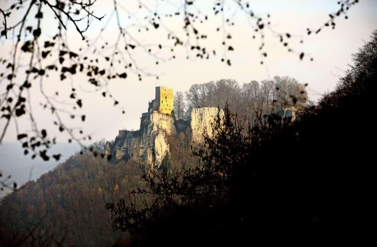 Die Burgruine Reußenstein zählt zu den beliebtesten Ausflugszielen auf der Schwäbischen Alb. Weil die Gefahr besteht, dass sich Teile  des Fels   lösen könnten, sind die Rad- und Wanderwege unterhalb der Ruine  seit sieben Jahren gesperrt. Foto: Horst Rudel