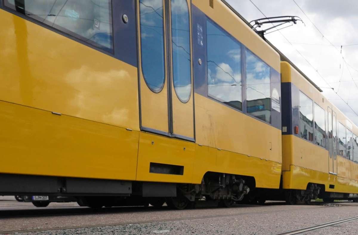 Der Fahrer der Stadtbahn konnte laut Polizei nicht mehr rechtzeitig bremsen (Symbolfoto). Foto: Fotoagentur-Stuttgart/Andreas Rosar
