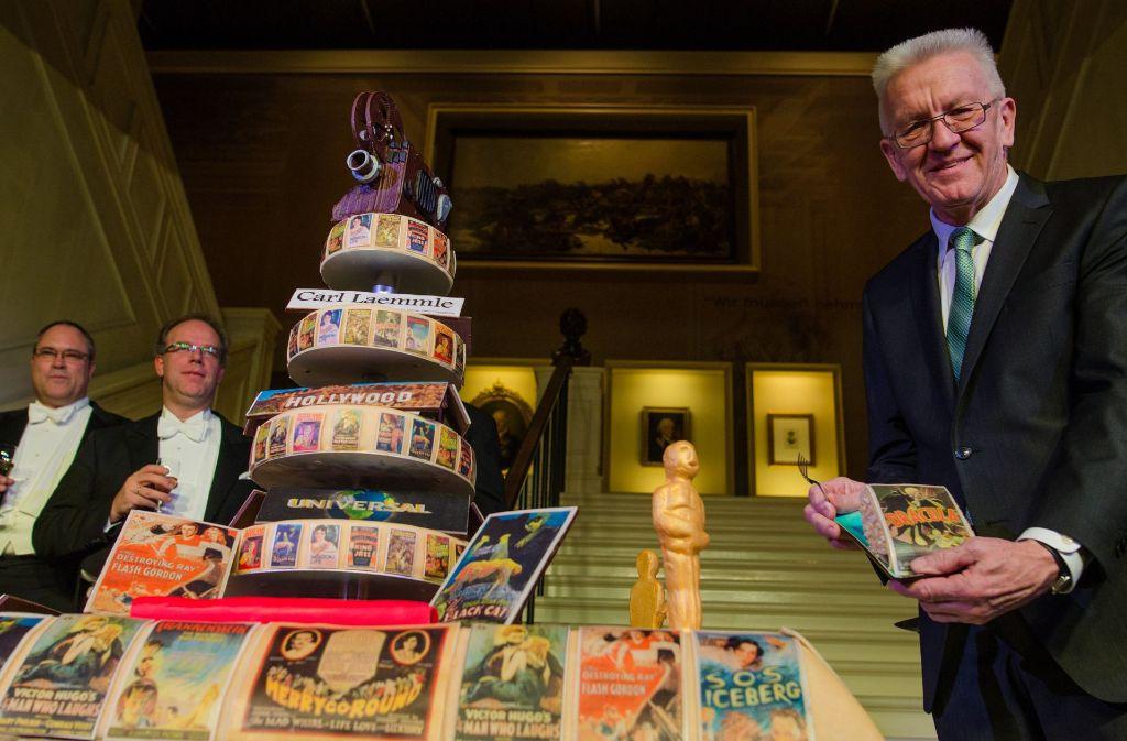 Zu Ehren des schwäbischen Hollywood-Gründers Carl Laemmle gab es eine Torte von Winfried Kretschmann. Foto: dpa