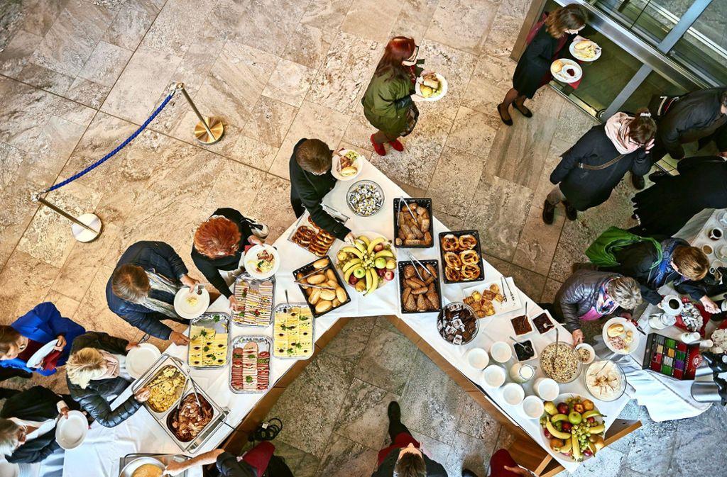 Der Blick von oben auf Brunch global vom Forum der Kulturen Foto: Martin Sigmund