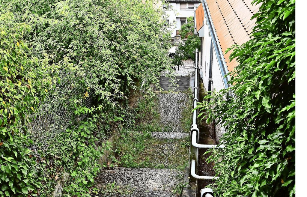 Die schmale Treppenverbindung führt vom Speidelweg zur Rohracker Straße. Foto: Kuhn