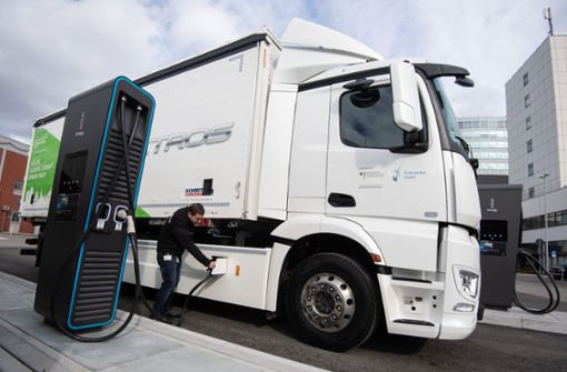 Daimlers erster E-Lkw läuft vom Band