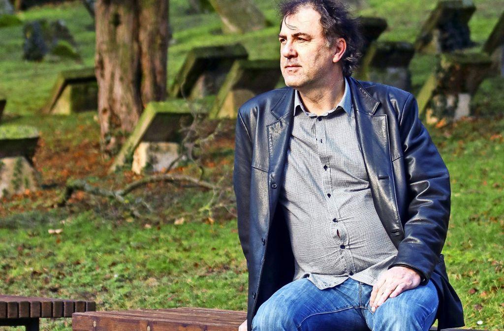 Nur ein Katzensprung entfernt von Stefan Waghubingers Wohnung ist der Korntaler Friedhof. Dort denkt der 51-jährige Kabarettist gerne nach. Foto: factum/Granville