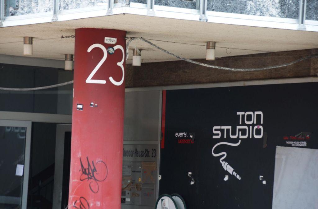 Die Abrissarbeiten des Gebäudes mit der Hausnummer 23 haben begonnen. Foto: Andreas Rosar Fotoagentur-Stuttgart