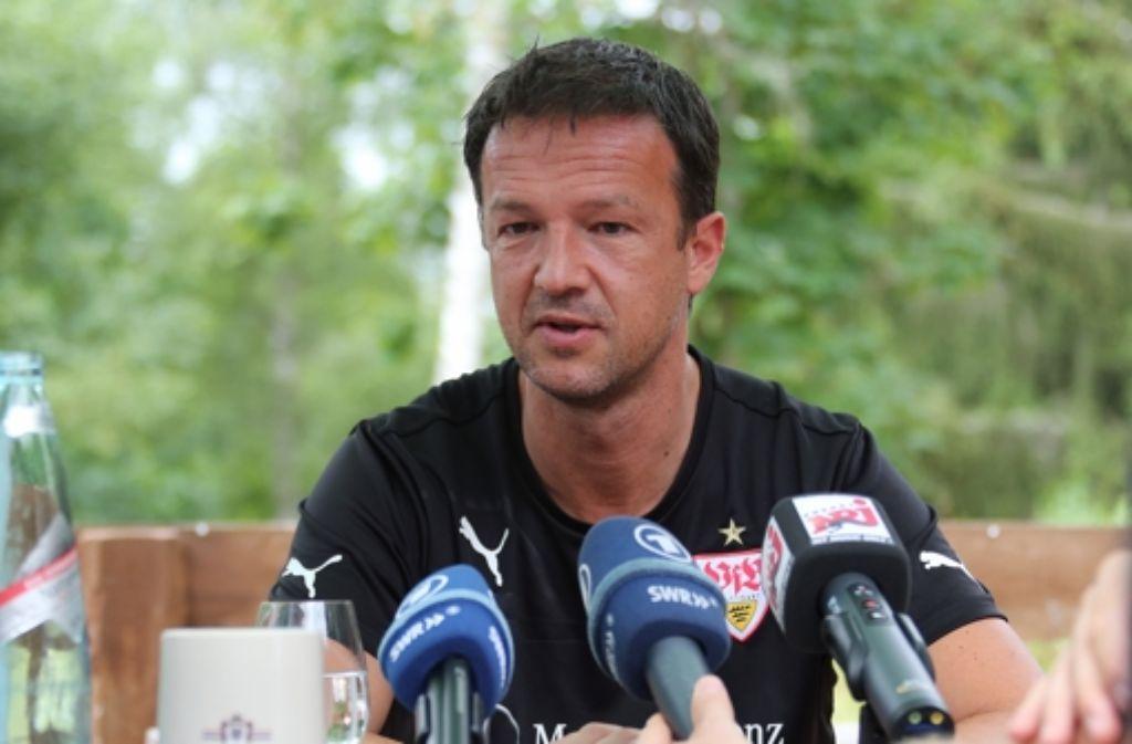 Fredi Bobic ist ein gefragter Mann – als VfB-Manager und früher als Nationalspieler. Seinen Werdegang zeichnen wir in einer Fotostrecke nach. Foto: Baumann