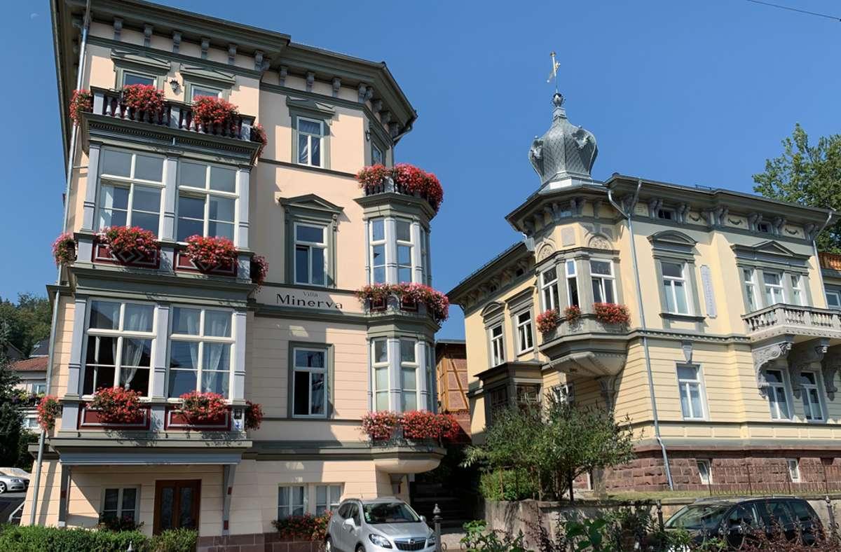 Kaum zu glauben, dass im Hintergrund dieser historischen Wohnhäuser moderne Gebäudeautomation arbeitet: Die Sanierung wurde mit dem Gothaer Denkmalschutzpreis ausgezeichnet.  Foto: SYS.TEC