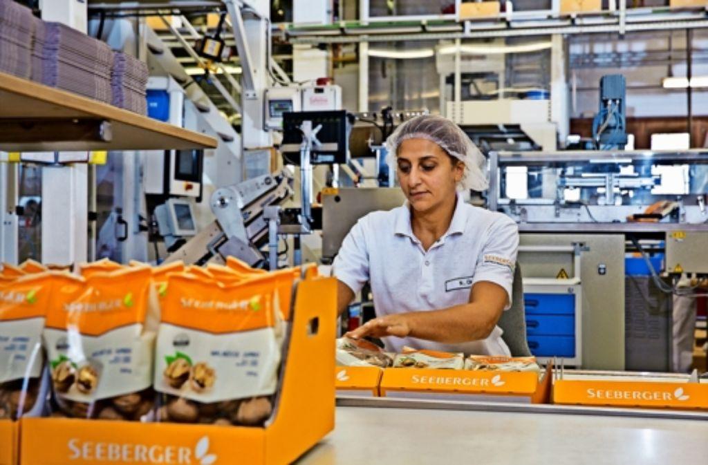 Seeberger bezieht Rohware aus mehr als 40 Ländern, beispielsweise getrocknete Aprikosen aus der Türkei. Kontrolliert und verpackt wird die Ware in Ulm. Foto: Seeberger
