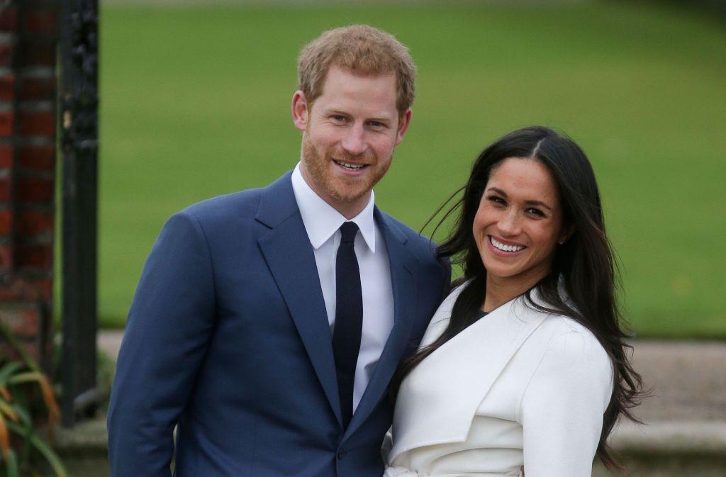 Prinz Harry und Meghan Markle vor dem Kensington Palace bei der Bekanntgabe ihrer Verlobung. Foto: AFP