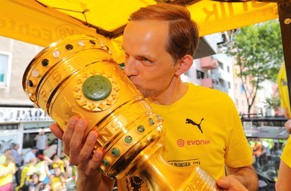 Hier noch mit dem DFB-Pokal, jetzt angeblich entlassen. BVB-Trainer Thomas Tuchel. Foto: Getty Images Europe