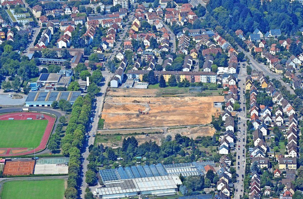 Noch ist es Brachland: An der Fuchshofstraße werden   Wohnungen gebaut. Foto: Werner Kuhnle