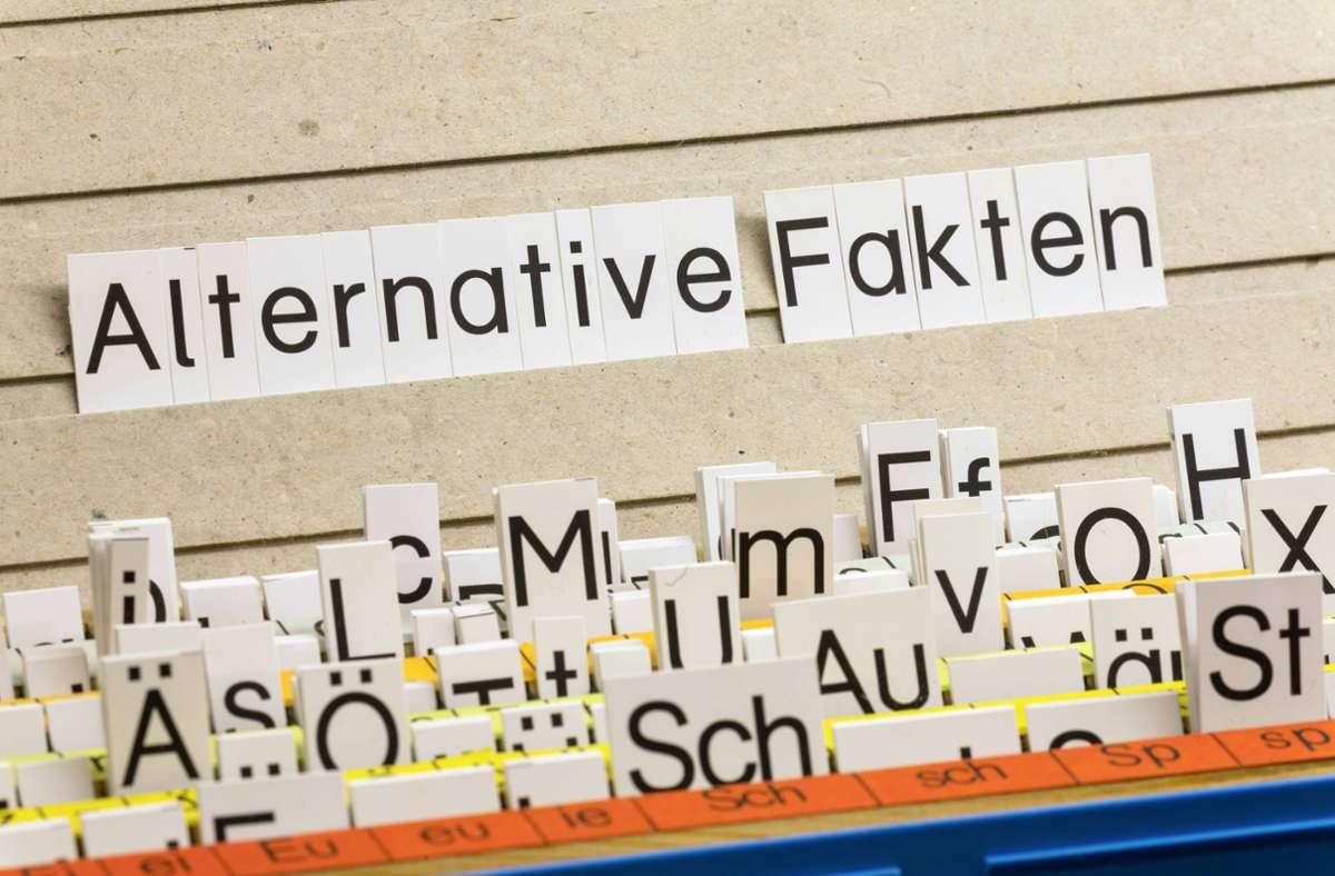 """Für das Jahr 2017 kürte die Jury den Begriff """"Alternative Fakten"""". Foto: imago//Arnulf Hettrich"""