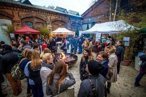 Der Wintermarkt in den Wagenhallen war am Sonntag wieder Schauplatz des Kunstkaufhauses. Foto: www.7aktuell.de   Robert Dyhringer
