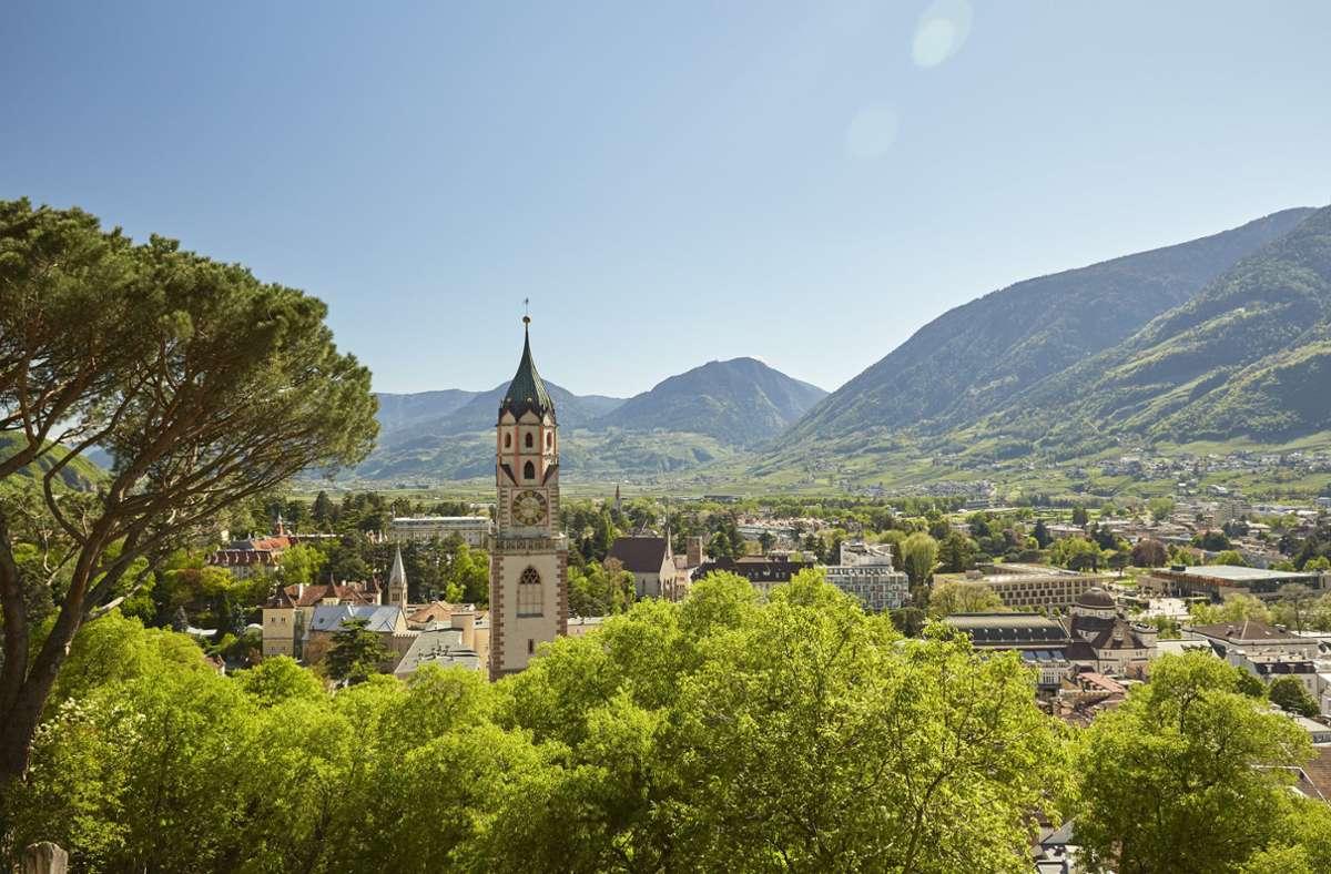 Südtirol (hier Meran) bietet schöne Landschaften – Schweine sind allerdings ein Industrieprodukt. Foto: obs/IDM Südtirol