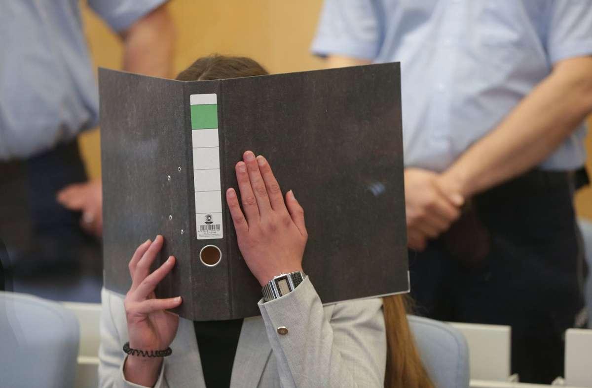 Die Frau aus Konstanz ist vom Düsseldorfer Oberlandesgericht als IS-Terroristin und wegen weiterer Verbrechen zu secheinhalb Jahren Haft verurteilt worden. Foto: dpa/David Young