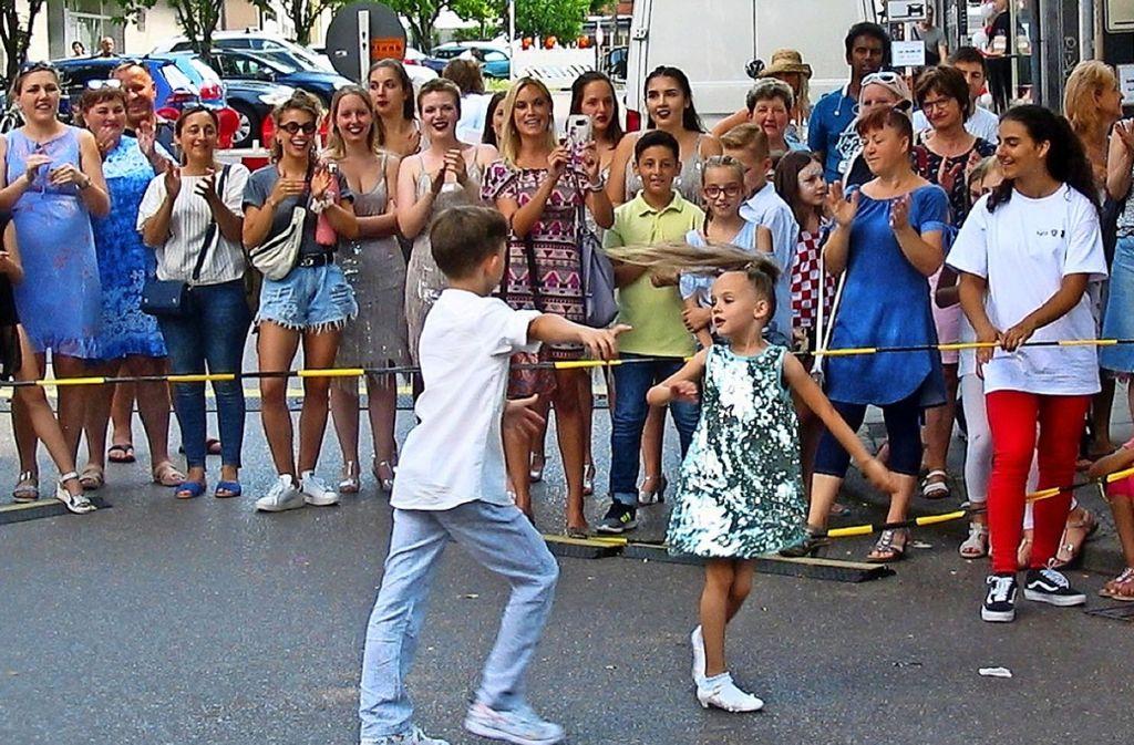 Buntes Treiben in den Höfen und auf der Stuttgarter Straße. Foto: Susanne Müller-Baji