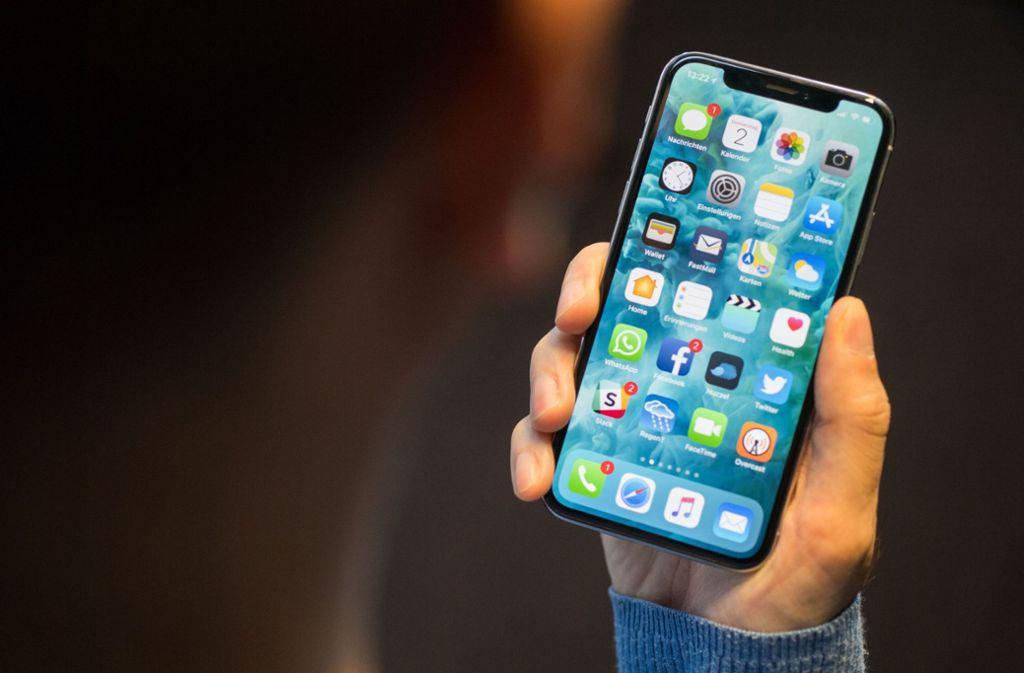 Im Rems-Murr-Kreis haben drei Männer gefälschte iPhones verkauft. Foto: dpa