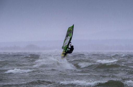 Zwei Surfer sterben vor niederländischer Küste