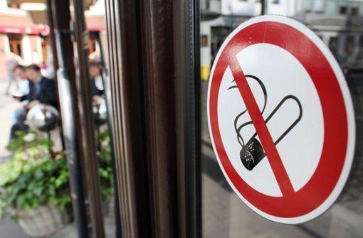 Schweden dürfen auch nicht mehr vor Kneipen rauchen