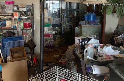Polizei findet drei Kinder mit 245 Tieren in verdrecktem  Haus