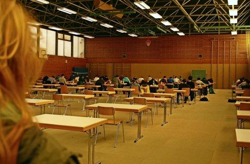 Uni-Sporthalle als Notunterkunft wohl zu klein