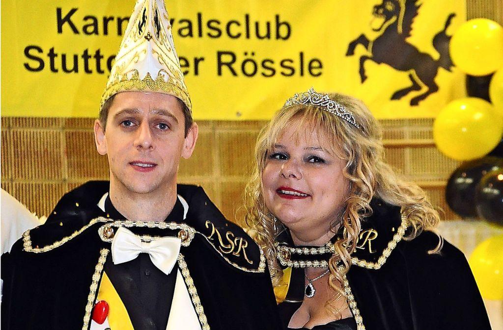 Sandra I. und Sven I. vom weiß-roten Neckarstrand repräsentieren in der Narrensaison als neue Regentschaft den Karnevalsclub Stuttgarter Rössle. Foto: Georg Linsenmann
