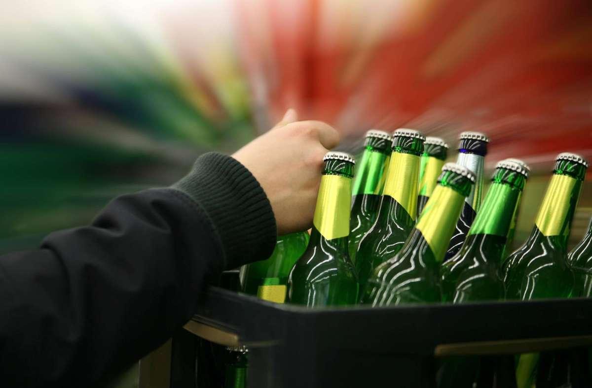 Die Unbekannten hatten es auf eine Kiste Bier abgesehen. (Symbolbild) Foto: imago/Panthermedia/77lvdesign