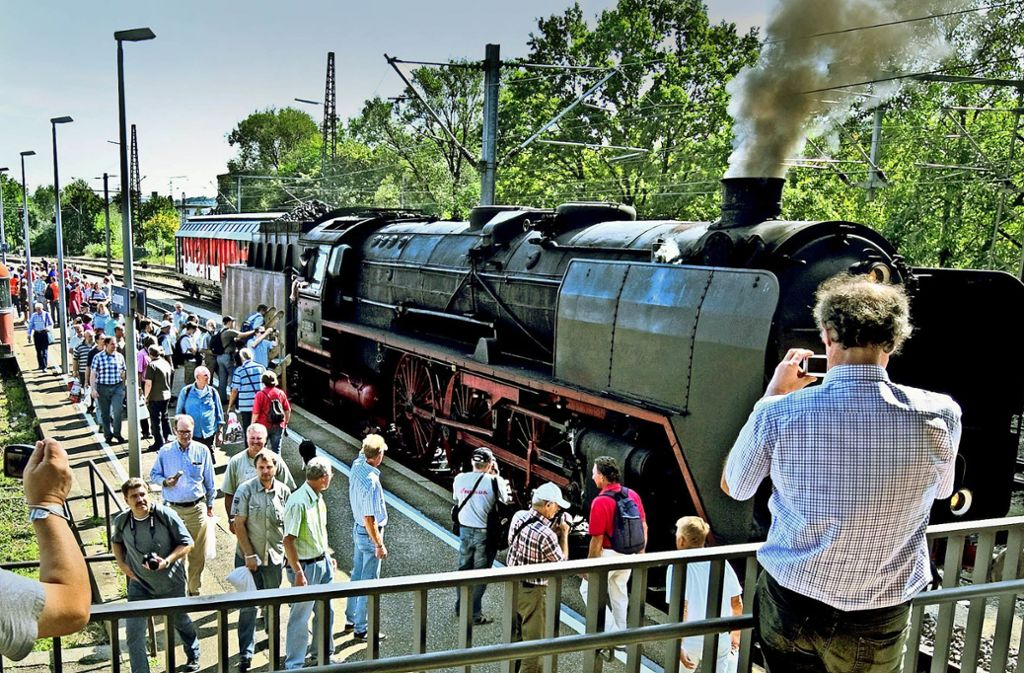 Die Ausstellung historischer Lokomotiven am Bahnhof ist bei den Märklintagen ein zuverlässiger Publikumsmagnet. Foto:
