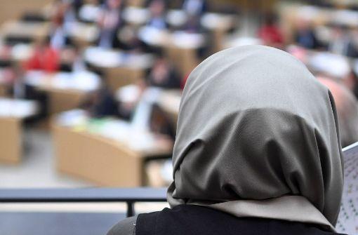 Sollen Schöffinnen ein Kopftuch tragen dürfen? Nein, sagt unsere Kolumnistin Krause-Burger. Foto: dpa