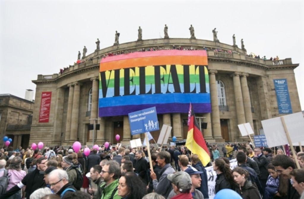 Bei Demo und Gegendemo prallen die Meinungen aufeinander. Foto: Lichtgut/Horst Rudel
