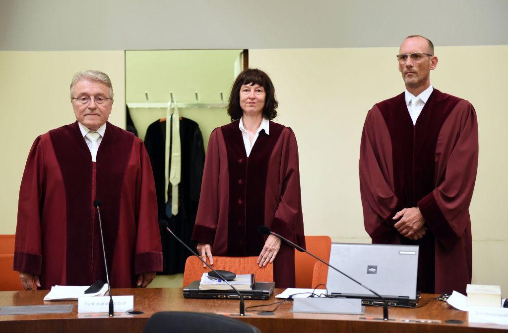 Bundesanwalt Herbert Diemer, Oberstaatsanwältin Anette Greger und Bundesanwalt Jochen Weingarten (v.l.n.r.) Foto: dpa Pool