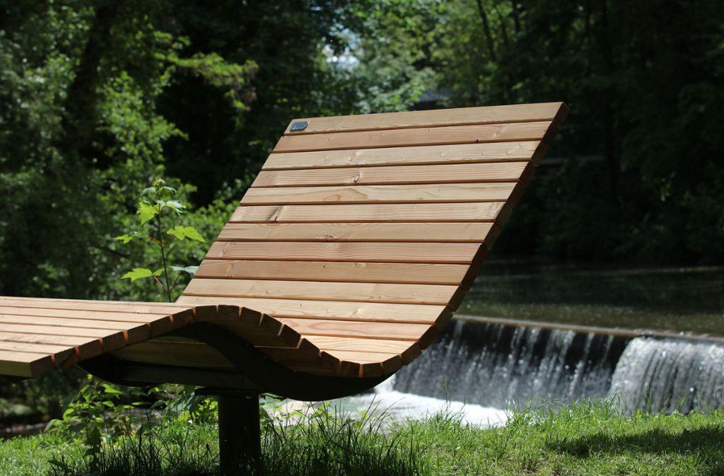 Auch nächstes Jahr kann man es sich  in der Waiblinger Talaue schön bequem machen: Die für die Remstal-Gartenschau ausgeliehenen Sitzmöbel werden für rund 78000 Euro gekauft. Foto: Rodenhausen