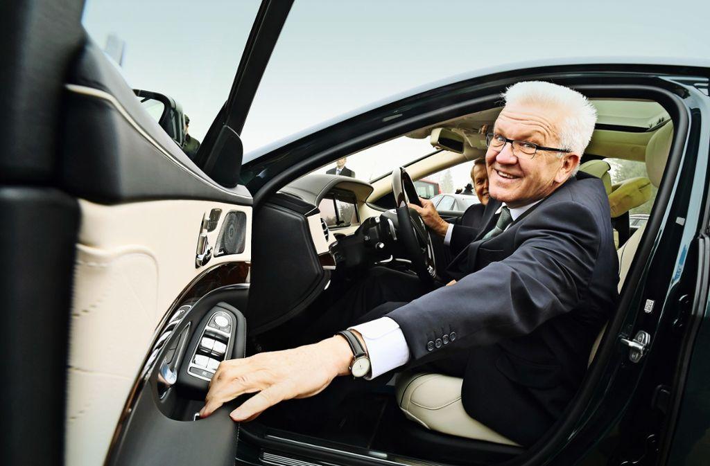 Winfried Kretschmann lässt sich inzwischen mit einem Elektroauto zu seinen Terminen fahren. Foto: picture alliance / dpa/Felix Kästle