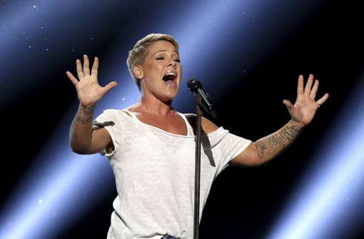 Emotionale Geste: Sängerin Pink unterbricht Konzert für Fan