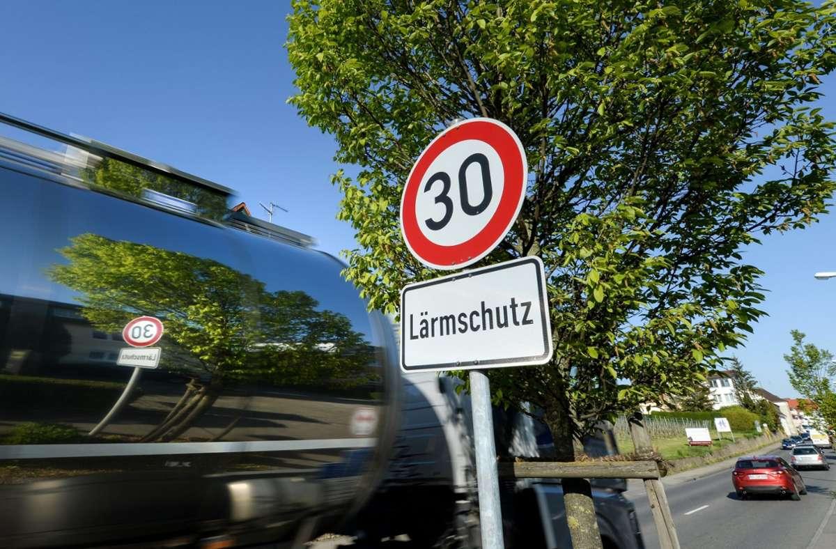 Tempo-30-Regelungen sind eine Möglichkeit, damit es leiser wird. Foto: dpa/Felix Kästle
