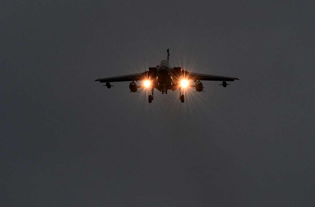 Ein Kampfflugzeug hat am Mittwoch über Paris die Schallmauer durchbrochen (Symbolbild). Foto: dpa/Carsten Rehder