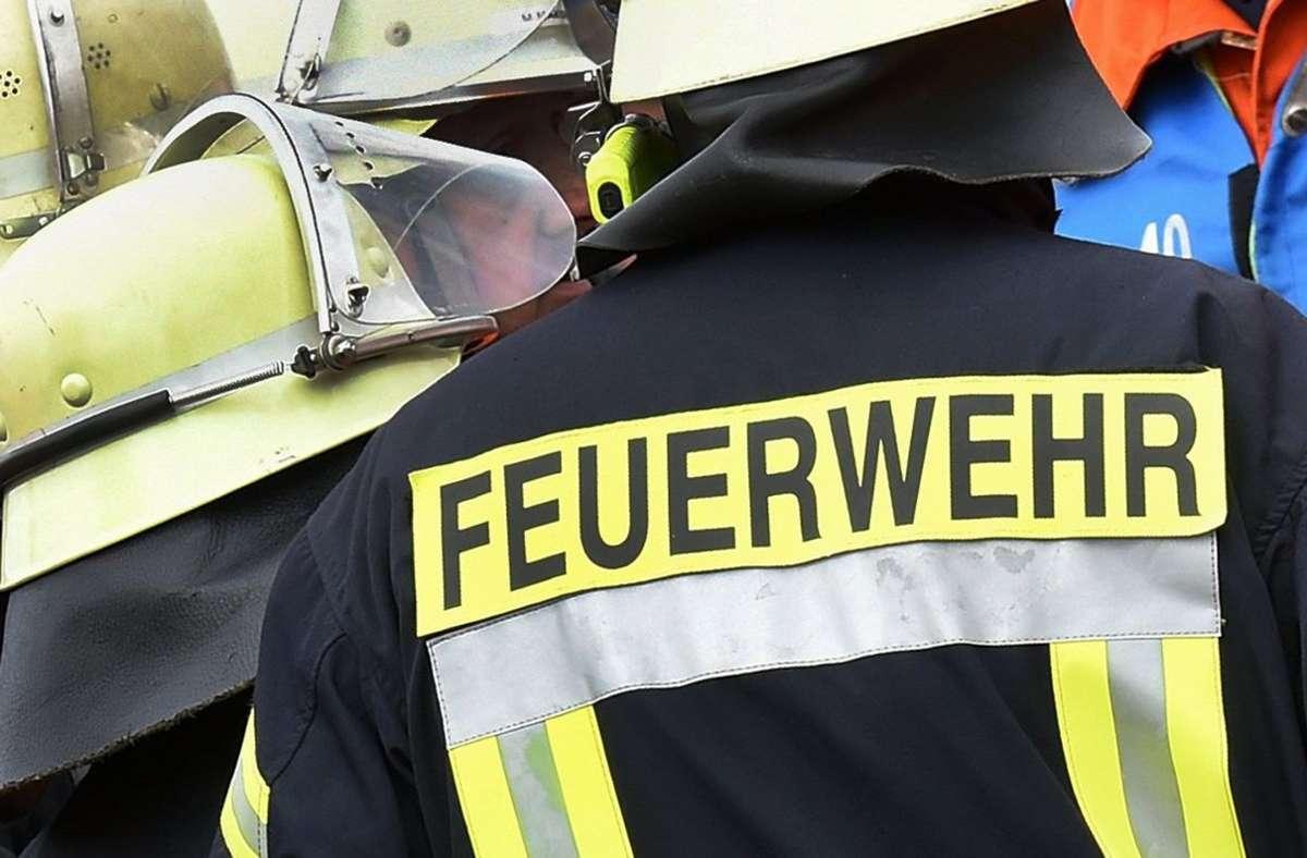 Die Freiwillige Feuerwehr war in Besigheim wegen eines Hausbrandes im Einsatz. Foto: dpa/Holger Hollemann