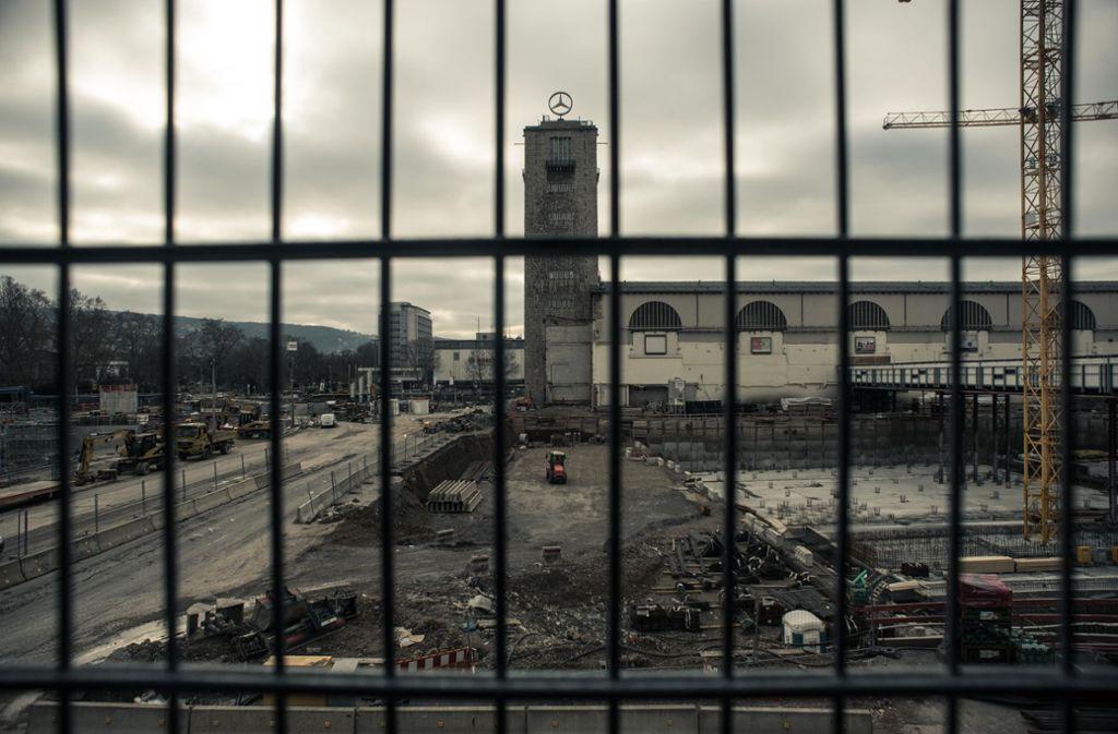 Der Eindruck täuscht: Das Projekt Stuttgart21 ist nicht hinter Gittern. Foto: Lichtgut/Max Kovalenko