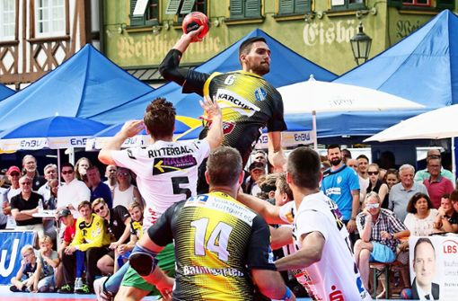 Handball unter freiem Himmel