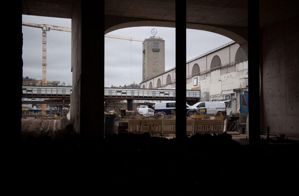 Der Blick auf die Bahnhofsbaustelle. Foto: dpa