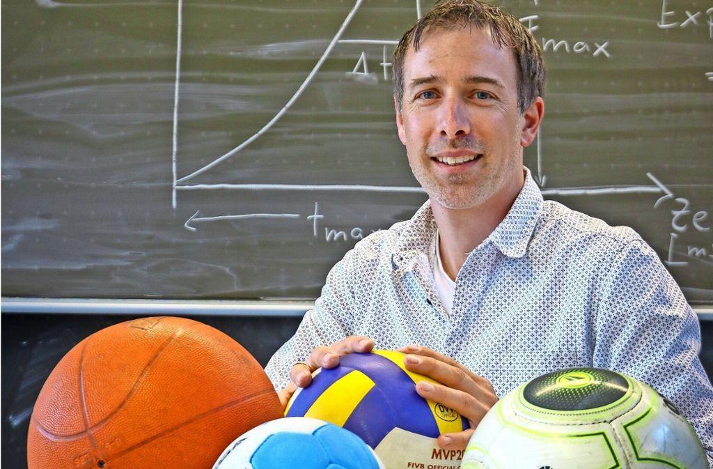 Philipp Küfer bringt seinen Schülern Sport in Theorie und Praxis bei. Foto: factum/Granville