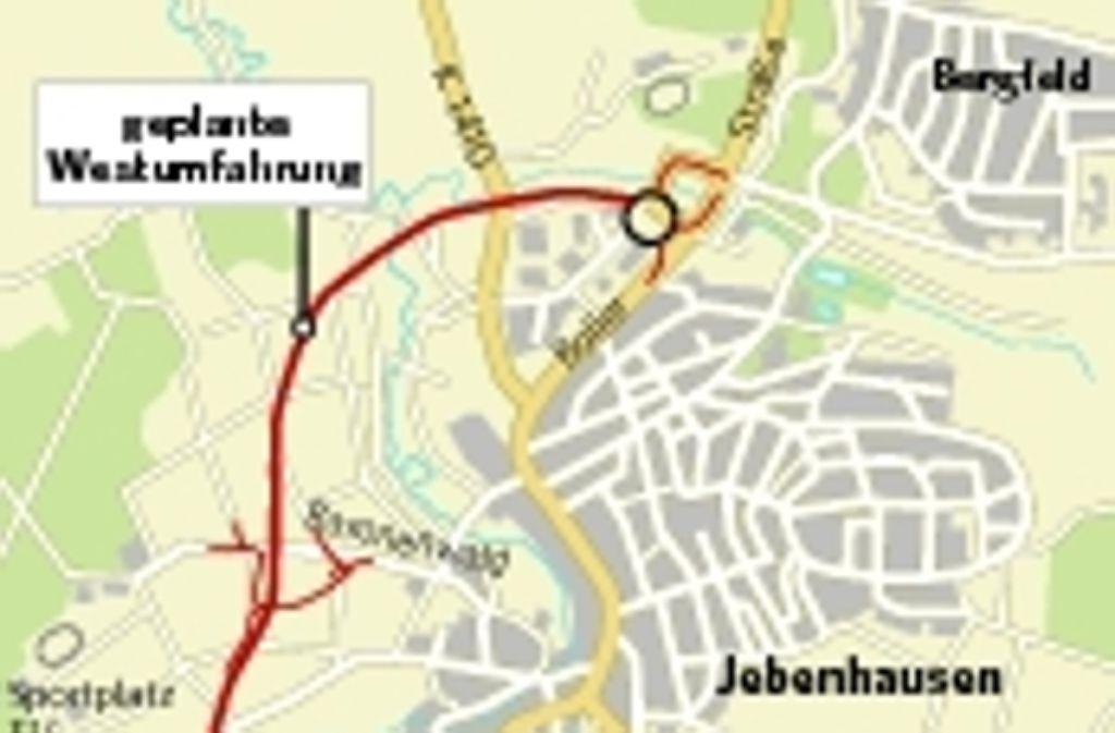 Die Umfahrung von Jebenhausen könnte auf die lange Bank geschoben werden, fürchtet der Göppinger Oberbürgermeister Guito Till. Das Verkehrsministerium hat die schon weit gediehene Planung für die viel befahrene Straße jedenfalls nicht in das Landesstraßenbauprogramm aufgenommen. Foto: STZ